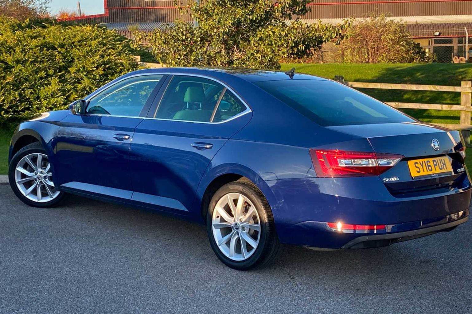 SKODA Superb 2.0 TSI 220ps SE L Executive DSG Hatchback